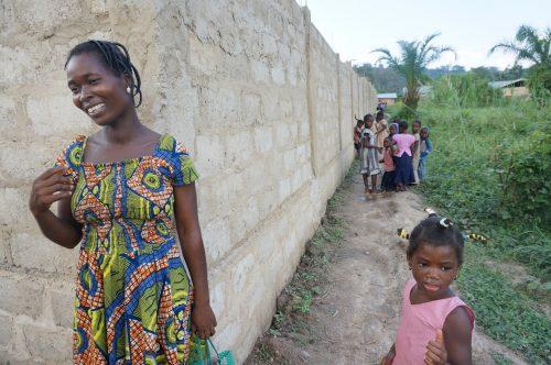 Schutzmauer um den Kindergarten (Togo)