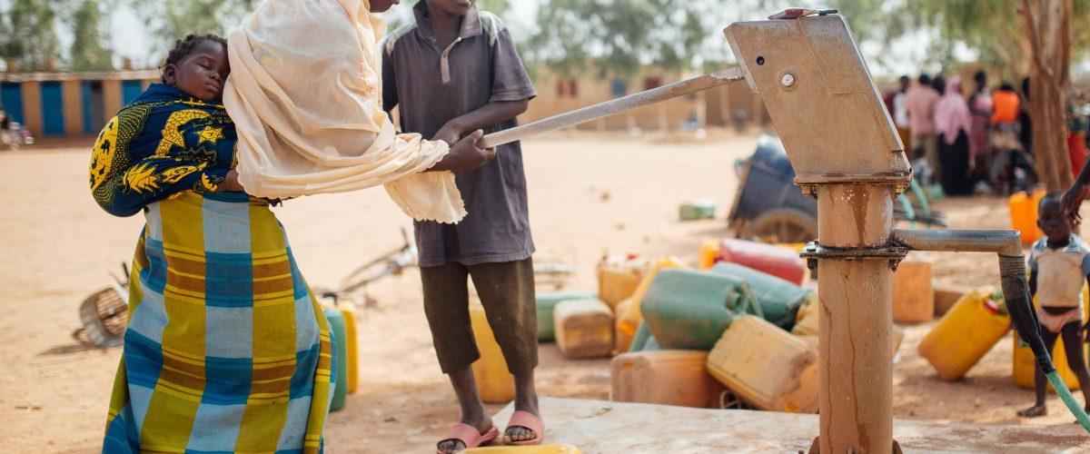 Brunnenbau im Armenviertel (Burkina Faso)